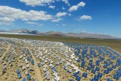 Elektrownia na słonecznych bateriach Źródło alternatywne energia jest panel słoneczny zdjęcia royalty free