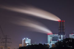 Elektrownia przy nocą Zdjęcia Royalty Free