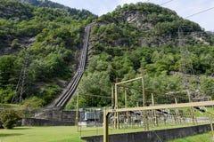 Elektrownia robi elektryczności od hydroelektrycznej rośliny Obraz Stock