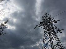 Elektrownia, szarość zmroku niebo Fotografia Stock