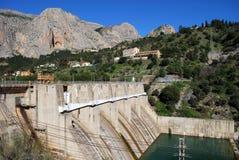 Elektryczna elektrownia i tama, Andalusia. fotografia royalty free