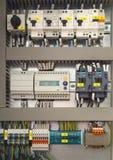 Elektryczna kontrolna kabinka z elektrycznymi przyrządami zdjęcie royalty free