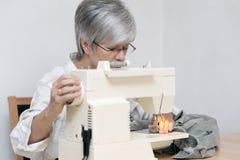 elektryczna maszynowa szwalna kobieta Zdjęcie Stock