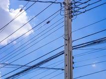 Elektryczna poczta z niebieskim niebem i chmurami Zdjęcie Royalty Free