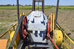Elektryczna przejażdżka i reduktor pompuje jednostkę szyb naftowy Obraz Royalty Free