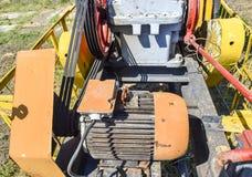 Elektryczna przejażdżka i reduktor pompuje jednostkę szyb naftowy Zdjęcia Royalty Free