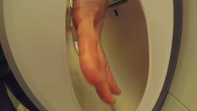 Elektryczna ręki suszarka Przy pracą Z Męskimi rękami zdjęcie wideo