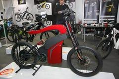 Elektryczna roweru E prima przy Belgrade car show zdjęcie royalty free