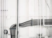 Elektryczna telewizja kablowa na biel ścianie Obraz Stock