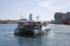Elektryczna zasilana turystyczna łódź w Barcelona. Hiszpania Obraz Royalty Free