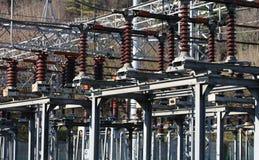 Elektryczne zmiany i przyrząda w wielkiej elektrowni zdjęcie stock