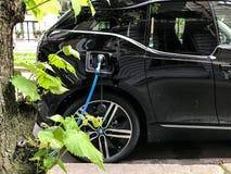 Elektrycznego samochodu ładuje stacja w Oslo Obrazy Royalty Free