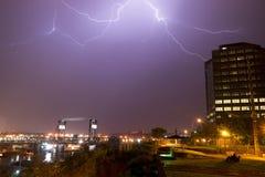 Elektrycznej burzy uderzeń pioruna rygli Murray Morgan most WA Obrazy Stock