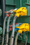Elektrycznej lokomotywy wysokonapięciowi druty Zdjęcia Royalty Free