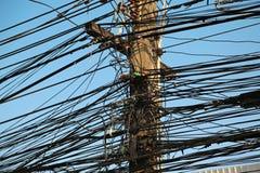 Elektryczni druty na elektrycznej poczta obrazy stock
