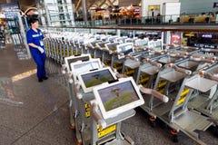 Elektryczni pojazdy w Lotniskowym Terminal Zdjęcie Royalty Free