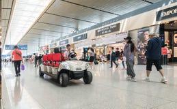 Elektryczni pojazdy w Lotniskowym Terminal Fotografia Stock