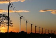 Elektryczność linie energetyczne Zdjęcia Stock