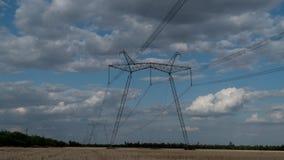 Elektryczność pilony i chodzenie chmury zbiory