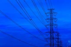 Elektryczność pilony i wysokie woltaż linie Zdjęcie Royalty Free
