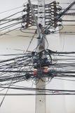 Elektryczność słup z elektryczną linią i telefonicznym sznurem Obrazy Royalty Free