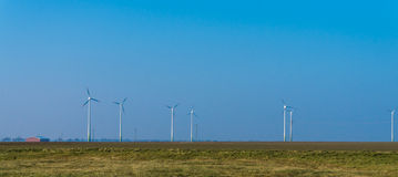 elektryczności wywołujący turbina wiatr alternatywny wiatrowej energii niebieskie niebo austeria Fotografia Stock