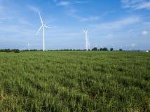 elektryczności wywołujący turbina wiatr oszczędzania energii concep Obraz Stock