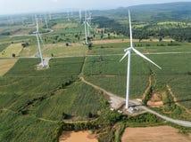 elektryczności wywołujący turbina wiatr oszczędzania energii concep Zdjęcia Stock