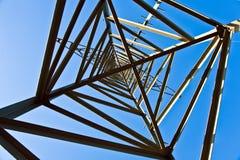 elektryczności energetyczny nieba wierza Obrazy Stock
