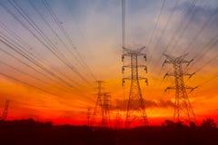 elektryczności pilonów zmierzch Zdjęcie Royalty Free