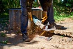 Elektryczny śrutowanie koła na stali, tnący metal Obraz Stock