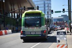 Elektryczny autobus Nashville Wielkomiejska Przelotowa władza zdjęcia royalty free
