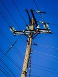 Elektryczny filar z niebieskim niebem Zdjęcie Royalty Free