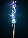 Elektryczny kabel z rozjarzoną elektryczności błyskawicą Obrazy Royalty Free