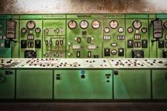 Elektryczny kontrolera pokój w starej metalurgicznej firmie zdjęcia royalty free