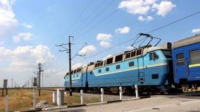 Elektryczny pociąg z samochodami osobowymi zbiory