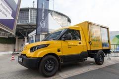 Elektryczny poczta doręczeniowy pojazd Obrazy Royalty Free