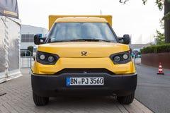 Elektryczny poczta doręczeniowy pojazd Zdjęcie Royalty Free