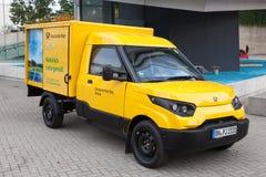 Elektryczny poczta doręczeniowy pojazd Fotografia Stock