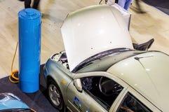Elektryczny pojazd na Związanym samochodzie 2016 Obraz Royalty Free