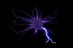 Elektryczny prąd przechodzący przez monety Zdjęcia Royalty Free