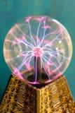 Elektryczny rozładowanie w szklanym pucharze zdjęcie royalty free