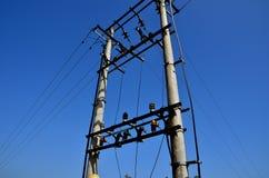 Elektryczny słup i niebieskie niebo Obraz Stock