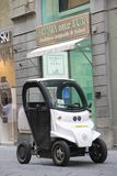 Elektryczny samochód na ulicie Florencja zdjęcia royalty free