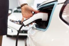 Elektryczny samochód ładować bateria zdjęcia stock