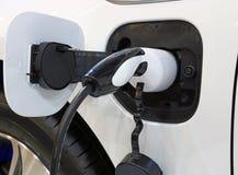 Elektryczny samochód ładuje zdjęcia stock
