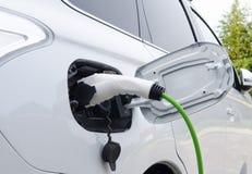 Elektryczny samochód Ładuje Fotografia Royalty Free