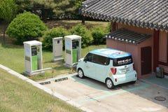 Elektryczny samochód i ładuje stacja Fotografia Stock
