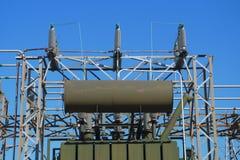 Elektryczny transformatorowy władzy dystrybuci drutu elektryczności wolta amper Zdjęcie Royalty Free