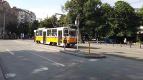 Elektryczny uliczny tramwaj, Sofia, Bułgaria zbiory wideo